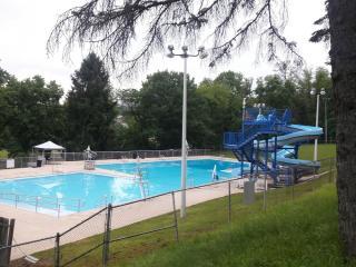 Veterans' Memorial Swimming Pool